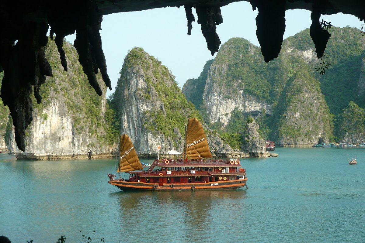 Voyage-sur-mesure-vietnam-baie-halong